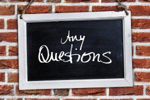 ein Schild, auf dem Alle Fragen steht